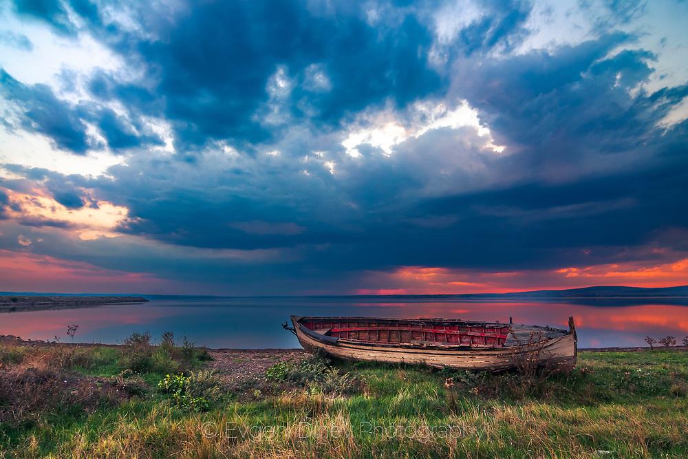 Sunset on Mandrensko lake