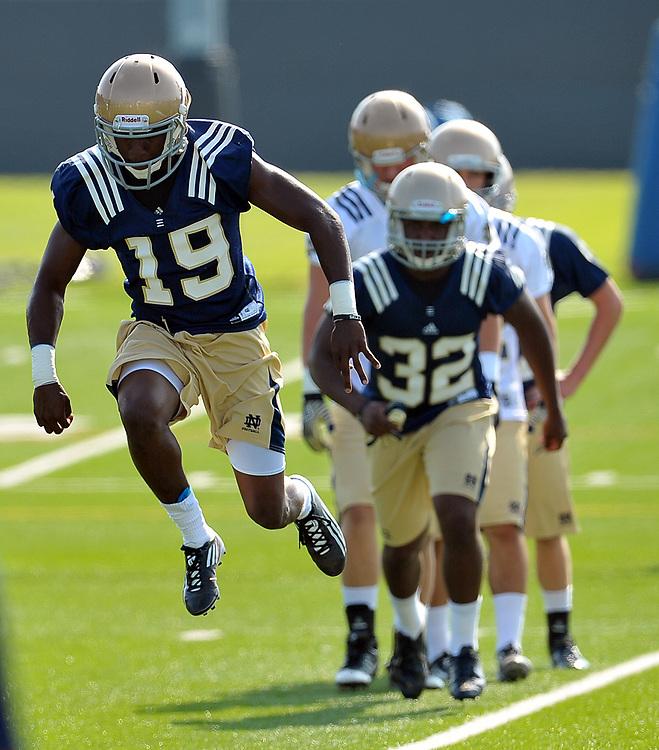 Cornerback Jalen Brown (21), wide receiver Davonte Neal (19)