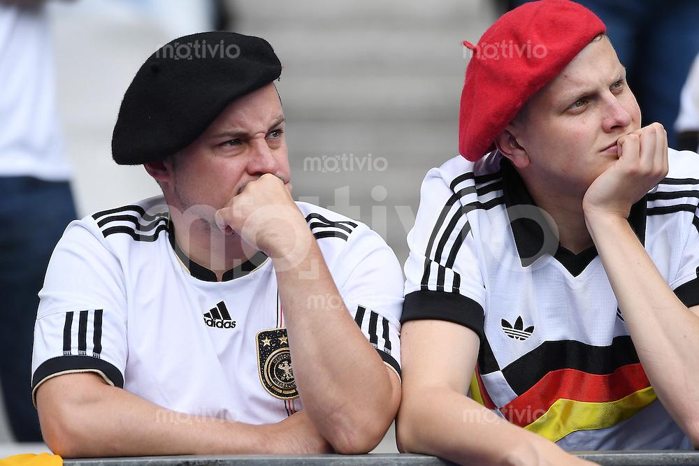 FUSSBALL EURO 2016 GRUPPE C in Paris Deutschland - Polen    16.06.2016 Nachdenkliche deutsche Fans