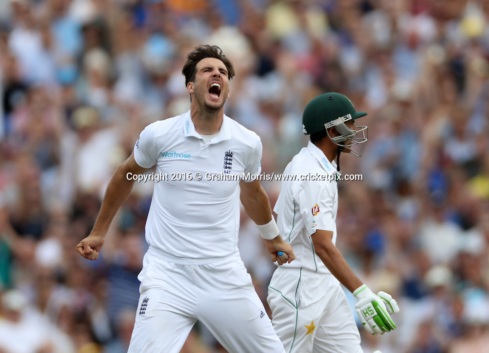 Bowler Steven Finn celebrates prematurely for the lbw of Younis Khan during the 4th Investec Test Match between England and Pakistan at the Kia Oval. Photo: Graham Morris/www.cricketpix.com (Tel:+44(0)20 8969 4192; Email: graham@cricketpix.com) 13/08/2016