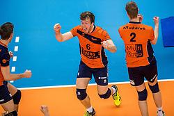 19-02-2017 NED: Bekerfinale Draisma Dynamo - Seesing Personeel Orion, Zwolle<br /> In een uitverkochte Landstede Topsporthal wint Orion met 3-1 de bekerfinale van Dynamo / Erik van der Schaaf #6 of Orion