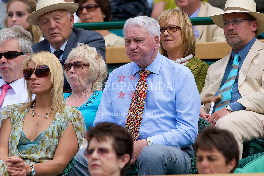 LONDON, ENGLAND - Saturday, June 28, 2008: Sir Bobby Charlton, former England and Newcastle United manager, watches from the royal box on day six of the Wimbledon Lawn Tennis Championships at the All England Lawn Tennis and Croquet Club. (Photo by David Rawcliffe/Propaganda)