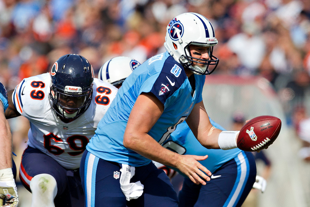 NASHVILLE, TN - NOVEMBER 4:  Matt Hasselbeck #8 of the Tennessee Titans turns to make a hand off against the Chicago Bears at LP Field on November 4, 2012 in Nashville, Tennessee.  The Bears defeated the Titans 51-20.  (Photo by Wesley Hitt/Getty Images) *** Local Caption *** Matt Hasselbeck