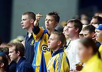 Fotball, 12. mai 2002. Seriekamp Danmark.  København (FCK) - Brøndby 1-1. Parken.  Illustrasjon, tilskuer, tilskuere, fans, publikum, , folkemengde, supporter, viser fingeren, fans, supporter, supportere.
