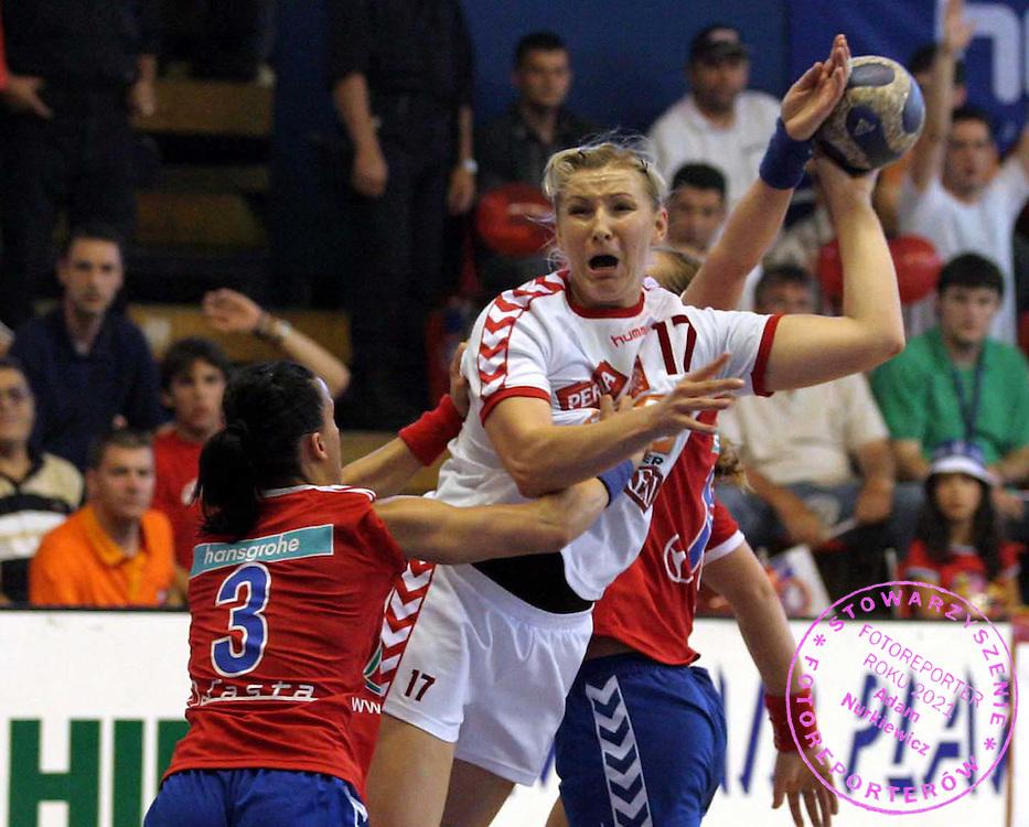 09.06.2007 Nis-Serbia.Serbia-Poland second qualify match for world cup.Wolska Agnieszka(r)Poland passing by Bartosic Jovana(L) Serbia.Foto:Aleksandar Djorovic