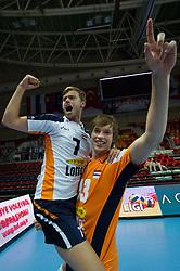 01-07-2012 VOLLEYBAL: EUROPEAN LEAGUE TURKIJE - NEDERLAND: ANKARA<br /> Nederland wint de European League 2012 door Turkije met 3-2 te verslaan / <br /> Gijs Jorna (#7 NED), Maarten van Garderen (#13 NED)<br /> ©2012-FotoHoogendoorn.nl/Conny Kurth
