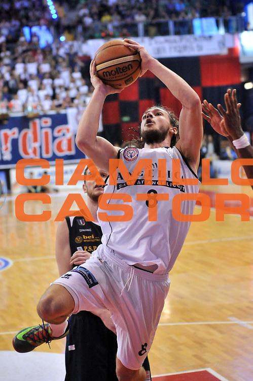 DESCRIZIONE : Biella LNP DNA Adecco Gold 2013-14 Angelico Biella Manital Torino Playoff Quarti di Finale<br /> GIOCATORE : Tommaso Raspino<br /> CATEGORIA : Tiro Equilibrio<br /> SQUADRA : Angelico Biella<br /> EVENTO : Campionato LNP DNA Adecco Gold 2013-14<br /> GARA : Angelico Biella Manital Torino<br /> DATA : 04/05/2014<br /> SPORT : Pallacanestro<br /> AUTORE : Agenzia Ciamillo-Castoria/S.Ceretti<br /> Galleria : LNP DNA Adecco Gold 2013-2014<br /> Fotonotizia : Biella LNP DNA Adecco Gold 2013-14 Angelico Biella Manital Torino Playoff Quarti di Finale<br /> Predefinita :