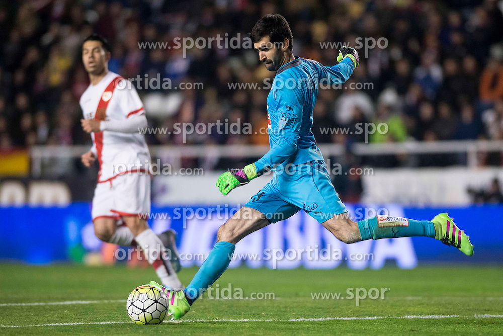 12.03.2016, Estadio de Vallecas, Madrid, ESP, Primera Division, Rayo Vallecano vs SD Eibar, 29. Runde, im Bild Sociedad Deportiva Eibar's Asier Riesgo // during the Spanish Primera Division 29th round match between Rayo Vallecano and SD Eibar at the Estadio de Vallecas in Madrid, Spain on 2016/03/12. EXPA Pictures &copy; 2016, PhotoCredit: EXPA/ Alterphotos/ Borja B.Hojas<br /> <br /> *****ATTENTION - OUT of ESP, SUI*****