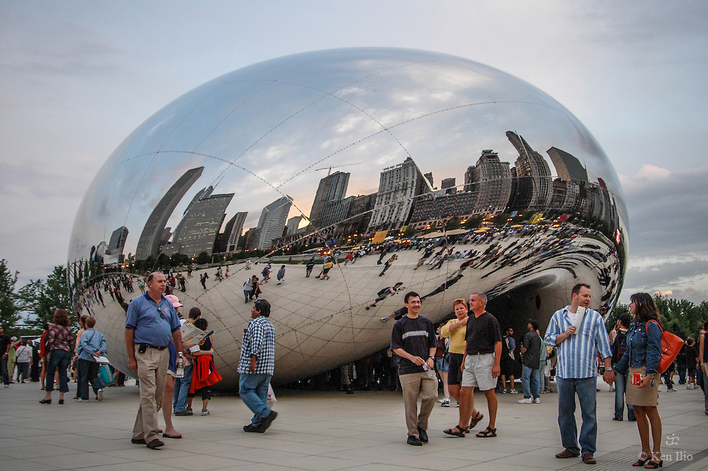 Anish Kapoor's Cloud Gate on opening day, July 16, 2004 at Chicago's Millennium Park