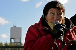 """Rund 200 Atomkraftgegner haben am 26. Februar 2012 an die Benennung Gorlebens zum Standort für ein nukleares Entsorgungszentrum vor 35 Jahren erinnert. """"Viele von denen, die 1977 schon dabei waren, haben bei der Kundgebung gesprochen"""", sagte die Vorsitzende der Bürgerinitiative Lüchow-Dannenberg, Kerstin Rudek. Niedersachsens damaliger Ministerpräsident Ernst Albrecht (CDU) hatte am 22. Februar 1977 verkündet, dass in Gorleben ein Endlager, eine atomare Wiederaufarbeitungsanlage (WAA), mehrere Zwischenlager und eine Brennelementefabrik gebaut werden sollten. Im Bild: Marianne Fritzen, Gründungsmitglied der Bürgerinitiative Lüchow-Dannenberg<br /> <br /> Ort: Gorleben<br /> Copyright: Kina Becker<br /> Quelle: PubliXviewinG"""