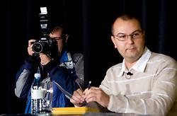 Fotograf Grega Wernig in Voditelj Dejan Obrez na okrogli mizi o krizi slovenskega rokometa danes, 26. oktober 2010, kongresna dvorana Mercurius, BTC City, Ljubljana, Slovenija. (Photo by Vid Ponikvar / Sportida)