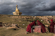 For a story by Ed Wong : CHINASICHUAN - Two journals in Sichuan<br /> Yarchen Gar, Sichuan, China<br /> October 11th, 2016<br /> Nuns chatting near a giant statue of Guru Rinpoche.<br /> Gilles Sabri&eacute; for The New York Times