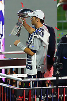 NFL<br /> Super Bowl<br /> 01.02.2015<br /> Foto: imago/Digitalsport<br /> NORWAY ONLY<br /> <br /> New England Patriots Quarterback Tom Brady (12) holds up the Vince Lombardi Trophy after the New England Patriots defeat the Seattle Seahawks 28-24 in Super Bowl XLIX at University of Phoenix Stadium in Glendale Arizona.New England Patriots Quarterback Tom Brady (12) was also named the game MVP.