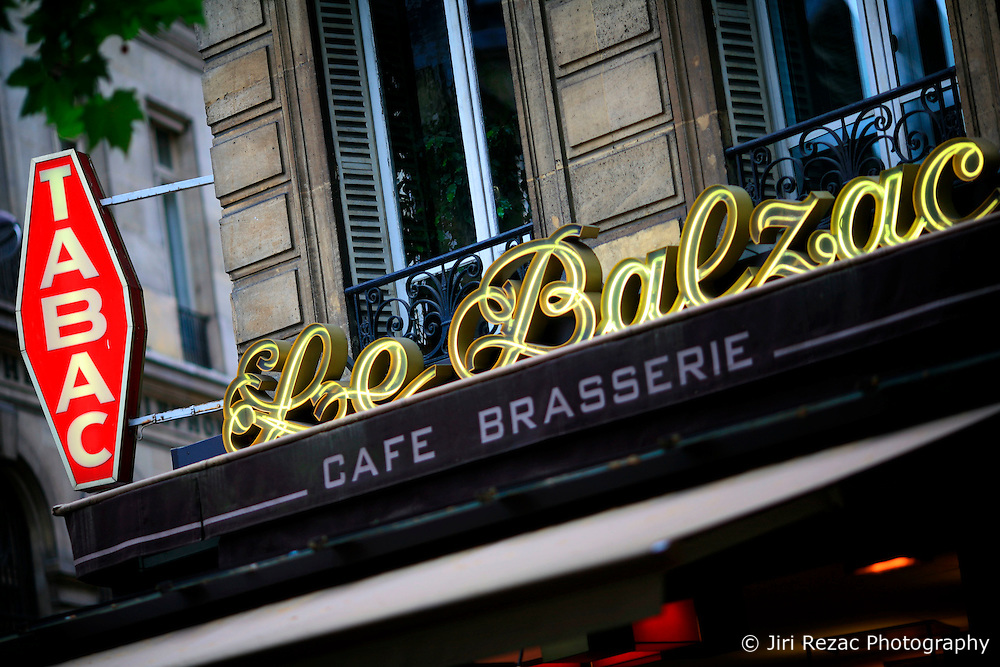 FRANCE PARIS 27JUL07 - Le Balzac brasserie on the Avenue de Friedland near the Place Charles de Gaulle in central Paris.. . jre/Photo by Jiri Rezac. . © Jiri Rezac 2007. . Contact: +44 (0) 7050 110 417. Mobile:  +44 (0) 7801 337 683. Office:  +44 (0) 20 8968 9635. . Email:   jiri@jirirezac.com. Web:    www.jirirezac.com. . © All images Jiri Rezac 2007 - All rights reserved.