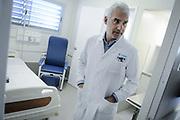 20180712/ Javier Calvelo - adhocFOTOS/ URUGUAY/ MONTEVIDEO/ La Administraci&oacute;n de los Servicios de Salud del Estado (ASSE) inaugura nuevas salas de &quot;Aislamiento pedi&aacute;trico&quot; en el Centro Hospitalario Pereira Rossell en el 2.&ordm; piso de Pediatr&iacute;a.<br /> En la foto: Gabriel Peluffo, subdirector del Hospital Pedi&aacute;trico, en la inauguraci&oacute;n de las nuevas salas de &quot;Aislamiento pedi&aacute;trico&quot; en el H. Pereira Rossell. Foto: Javier Calvelo /  adhocFOTOS