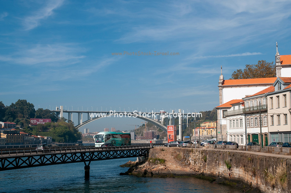 Ponte da Arrábida (Arrabida Bridge) is an arch bridge of reinforced concrete, that carries six lanes of traffic over the Douro River, between Porto and Vila Nova de Gaia, in Norte region of Portugal.