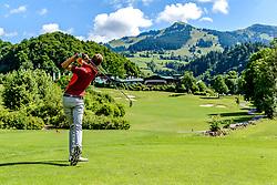 THEMENBILD - Ein Golfspieler am Golfclub Eichenheim mit dem Wandergebiet Bichlalm im Hintergrund, aufgenommen am 04. Juli 2017, Kitzbühel, Österreich // A golf player at the Eichenheim golf club with the hiking area Bichlalm in the background at Kitzbühel, Austria on 2017/07/04. EXPA Pictures © 2017, PhotoCredit: EXPA/ Stefan Adelsberger
