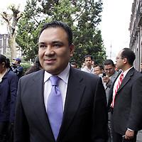 TOLUCA, México.- Ulises Ramírez Núñez,  Delegado Estatal del Partido Acción Nacional (PAN) arribando a la Cámara de Diputados para ser testigo de la toma de protesta de los diputados que conformaran la  LVII Legislatura Local.  Agencia MVT / Crisanta Espinosa. (DIGITAL)