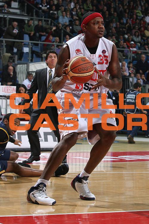 DESCRIZIONE : Pesaro Lega A1 2007-08 Scavolini Spar Pesaro Premiata Montegranaro<br /> GIOCATORE : Ronald Slay<br /> SQUADRA : Scavolini Spar Pesaro<br /> EVENTO : Campionato Lega A1 2007-2008 <br /> GARA : Scavolini Spar Pesaro Premiata Montegranaro<br /> DATA : 17/02/2008<br /> CATEGORIA : Tiro<br /> SPORT : Pallacanestro <br /> AUTORE : Agenzia Ciamillo-Castoria/M.Marchi
