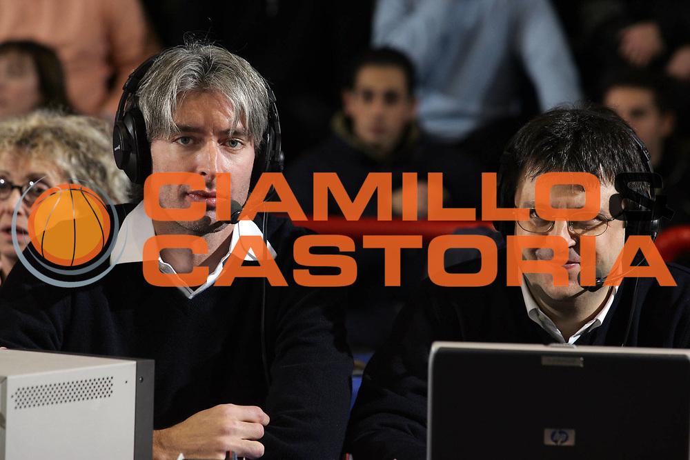 DESCRIZIONE : Napoli Lega A1 2005-06 Carpisa Napoli Basket-Lottomatica Virtus Roma<br /> GIOCATORE : Pittis Tranquillo Giornalista Journalist<br /> SQUADRA : Sky Tv<br /> EVENTO : Campionato Lega A1 2005-2006<br /> GARA : Carpisa Napoli Basket Lottomatica Virtus Roma<br /> DATA : 06/01/2006 <br /> CATEGORIA : <br /> SPORT : Pallacanestro <br /> AUTORE : Agenzia Ciamillo-Castoria/E.Castoria
