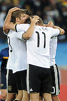 FUSSBALL WM 2010   VORRUNDE    Gruppe D   13.06.2010 Deutschland - Australien Thomas MUELLER und Miroslav KLOSE (v.l., beide Deutschland) freuen sich nach  dem Tor zum 3:0