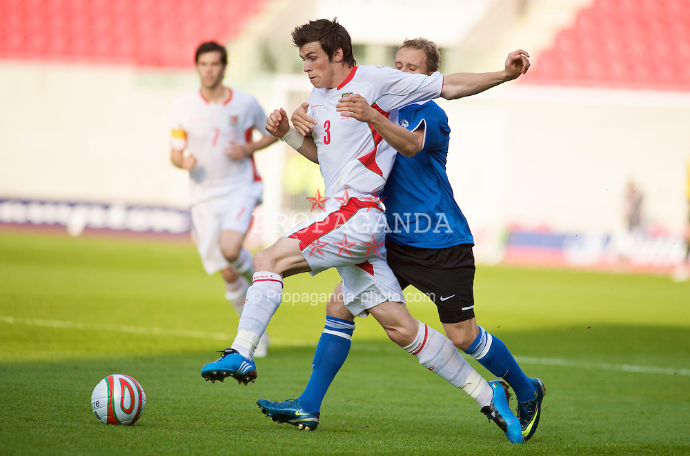 LLANELLI, WALES - Friday, May 29, 2009: Wales' Gareth Bale and Estonia's Sander Puri during the International friendly match at Parc y Scarlets. (Pic by Gareth Davies/Propaganda)