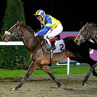 Costa Filey and Jimmy Quinn winning the 5.40 race