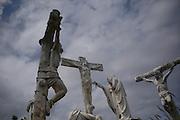Estátuas de via sacra no morro da gruta do santuário em Bom Jesus da Lapa, Bahia - Rio São Francisco..Statues of sacred road in the hill of the grotto of the shrine in Good Jesus of the Cave, Bahia-Rio São Francisco.