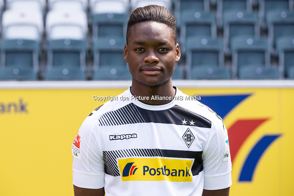 German Bundesliga - Season 2016/17 - Photocall Borussia Moenchengladbach on 1 August 2016 in Moenchengladbach, Germany:  Ba-Muaka Simakala. Photo: Maja Hitij/dpa | usage worldwide