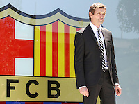 "FC Barcelona coach Tito Vilanova has suffered a recurrence of the serious illness suffered just over a year. According to an official statement from the club, ""in monitoring the process of the parotid gland, has detected an extension of their pathology, which require surgical treatment to be made on Thursday. Hospitalization time is expected around 3 or 4 days ""..Wednesday 19/12/2012"
