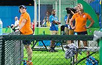 RIO DE JANEIRO -  Zilver voor  Oranje na de finale tussen de dames van Nederland en  Groot-Brittannie (3-3) in het Olympic Hockey Center tijdens de Olympische Spelen in Rio.  GB wint na shoot outs . coach Alyson Annan (Ned) met Fenke Kooijman. COPYRIGHT KOEN SUYK