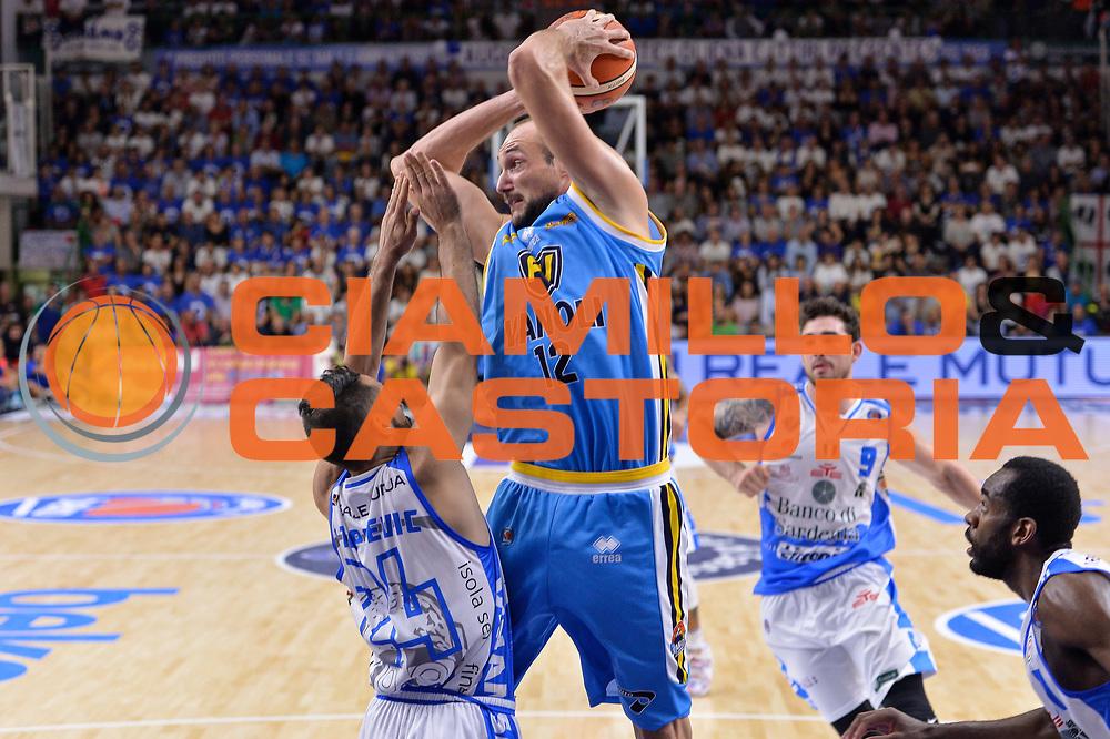 DESCRIZIONE : Beko Legabasket Serie A 2015- 2016 Dinamo Banco di Sardegna Sassari -Vanoli Cremona<br /> GIOCATORE : Marco Cusin<br /> CATEGORIA : Passaggio Penetrazione<br /> SQUADRA : Vanoli Cremona<br /> EVENTO : Beko Legabasket Serie A 2015-2016<br /> GARA : Dinamo Banco di Sardegna Sassari - Vanoli Cremona<br /> DATA : 04/10/2015<br /> SPORT : Pallacanestro <br /> AUTORE : Agenzia Ciamillo-Castoria/L.Canu