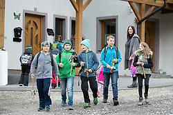 """THEMENBILD - In einigen Gemeinden Osttirols ist der Brauch des Krapfenschnappens erhalten geblieben. Von allen Bräuchen rund um Allerheiligen ist das Krapfenschnappen in Osttirol sicherlich einer der interessantesten. Dabei ziehen Kinder von Haus zu Haus - in ihren Händen tragen sie den """"Schnapper"""", eine Holzstange mit einem Tierkopf, wie z.B. ein Hahn oder ein Widder. Durch eine Schnur, die am Tier befestigt ist, wird dessen Unterkiefer bewegt und damit wird kräftig geklappert. Dafür erhalten sie von den Bäuerinnen vor allem Krapfen, welche ein altes Kult- und Weihegebäck darstellen, das man auch häufig auf die Gräber zu legen pflegte. Als Dank bringen die Krapfenschnapper ein Gedicht oder ein Lied dar. In Kals hingegen bedanken sich die krapfenschnappenden Kinder mit """"Vergelt's Gott für die Armen Seelen"""". EXPA Pictures © 2015, PhotoCredit: EXPA/ Johann Groder"""