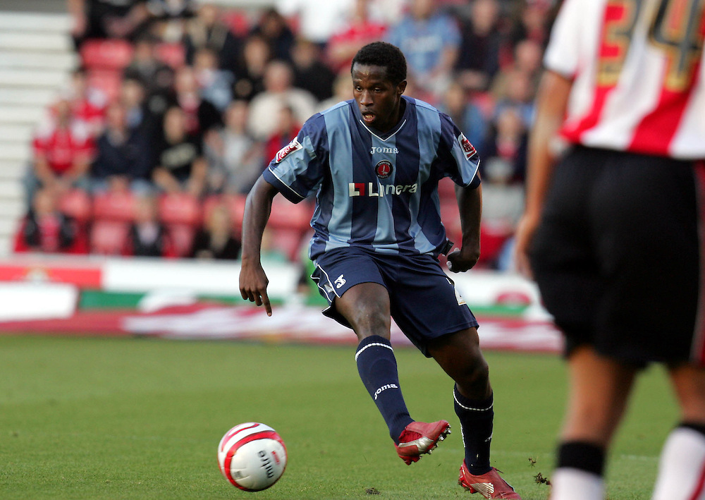 Jose Semedo  passes the ball. Southampton v Charlton Athletic, Championship, St Marys, Southampton. 3rd November 2007.