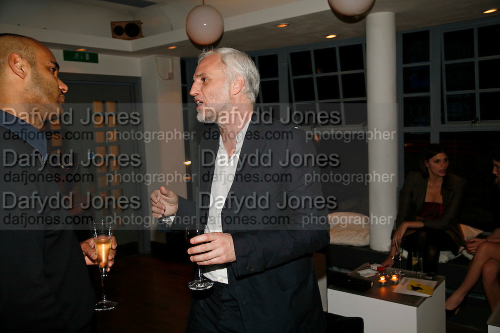 PIERRE ROMAIN AND MOURAD MAZOUZ, Art Plus Music party. Fundraiser for the Whitechapel. 30 March 2006. ONE TIME USE ONLY - DO NOT ARCHIVE  © Copyright Photograph by Dafydd Jones 66 Stockwell Park Rd. London SW9 0DA Tel 020 7733 0108 www.dafjones.com