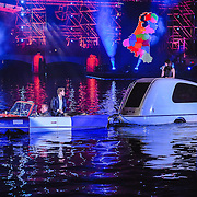 NLD/Amsterdam/20150926 - Afsluiting viering 200 jaar Koninkrijk der Nederlanden, Dre Hazes Jr. in drijvende auto