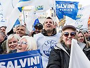 Sostenitori della Lega Nord ascoltano il discorso di Matteo Salvini durante la chiusura della campagna elettorale in piazza Duomo. Milano, 24 febbraio 2018. Guido Montani / OneShot<br /> <br /> Lega Nord supporters listen to  Matteo Salvini's speech during the last meeting before the elections. Milan, 24 february 2018. Guido Montani / OneShot