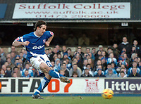Photo: Ashley Pickering.<br />Ipswich Town v Colchester United. Coca Cola Championship. 20/01/2007.<br />Ipswich's Alan Lee slides home the equaliser from the penalty spot (1-1)