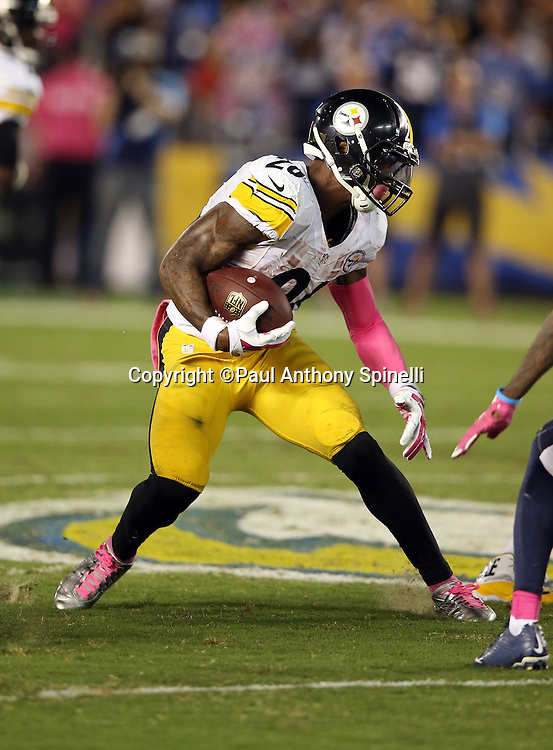 Pittsburgh Steelers running back Le'Veon Bell (26) runs for a short gain in the third quarter during the 2015 NFL week 5 regular season football game against the San Diego Chargers on Monday, Oct. 12, 2015 in San Diego. The Steelers won the game 24-20. (©Paul Anthony Spinelli)