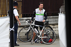 © Licensed to London News Pictures. 14/08/2018. LONDON, UK. A bicycle retrieved by the owner after riders were knocked down during a car crash incident outside the Houses of Parliament.  It is reported that two people were taken to hospital with non life threatening injuries.  A man has been arrested and investigations are ongoing.  Photo credit: Stephen Chung/LNP