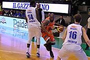 DESCRIZIONE : Treviso Lega due 2015-16  Universo Treviso De Longhi - Aurora Basket Jesi<br /> GIOCATORE : neiko hunter<br /> CATEGORIA : Palleggio<br /> SQUADRA : Universo Treviso De Longhi - Aurora Basket Jesi<br /> EVENTO : Campionato Lega A 2015-2016 <br /> GARA : Universo Treviso De Longhi - Aurora Basket Jesi<br /> DATA : 31/10/2015<br /> SPORT : Pallacanestro <br /> AUTORE : Agenzia Ciamillo-Castoria/M.Gregolin<br /> Galleria : Lega Basket A 2015-2016  <br /> Fotonotizia :  Treviso Lega due 2015-16  Universo Treviso De Longhi - Aurora Basket Jesi