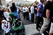 Frankfurt am Main | 20.04.2011..Am Mittwoch (20.04.2011) versammelten sich etwa 3000 ueberwiegend junge Musliminnen und Muslime zu einer Kundgebung mit Reden der radikalen Ismalisten Pierre Vogel (Abu Hamza) und Dr. Abu Bilal Philips auf dem Rossmarkt in Frankfurt am Main. Hier: Der Veranstalter hatte bei den Zuhoerern eine Trennung der Geschlechter durchgesetzt, links die Frauen, rechts die Maenner...©peter-juelich.com..[No Model Release | No Property Release]