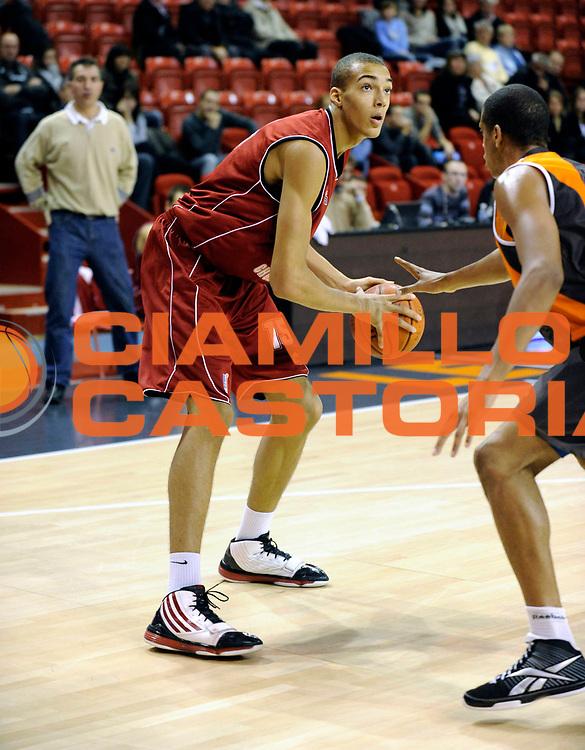 DESCRIZIONE : Championnat de France Basket Ligue Espoir au Mans<br /> GIOCATORE : Rudy Gobert<br /> SQUADRA : Cholet<br /> EVENTO : Ligue Espoir 2010-2011<br /> GARA : Le Mans Cholet<br /> DATA : 13/11/2010<br /> CATEGORIA : Basketbal France Ligue Espoir<br /> SPORT : Basketball<br /> AUTORE : JF Molliere/Herve Petitbon par Agenzia Ciamillo-Castoria <br /> Galleria : France Basket 2010-2011 Action<br /> Fotonotizia : Championnat de France Basket Ligue Espoir au Mans<br /> Predefinita :