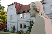 Schiller-Haus und Schiller-Büste, Rudolstadt, Thüringen, Deutschland   Schiller House and bust, Rudolstadt, Thuringia, Germany