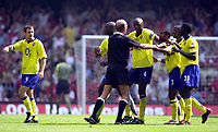 Photo: Richard Lane.<br />Arsenal v Manchester United. The FA Charity Shield 2003. 10/08/2003.<br />Arsenal players protest to referee Steve Bennett as Francis Jeffers makes his way to the dressing room