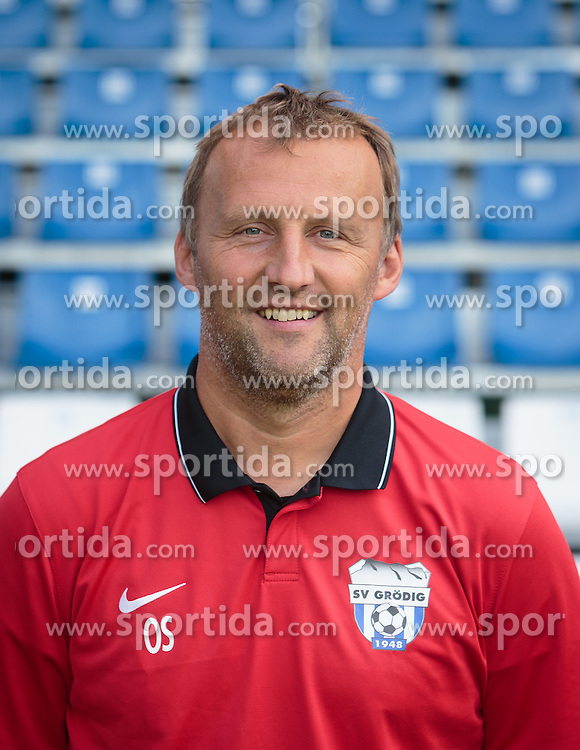 15.09.2015, Das Goldberg Stadion, Groedig, AUT, 1. FBL, Fototermin SV Groedig, im Bild Tormanntrainer Oliver Scheucher // during the official Team and Portrait Photoshoot of Austrian Football Bundesliga Team SV Groedig at the Das Goldberg Stadion, Groedig, Austria on 2015/09/15. EXPA Pictures © 2015, PhotoCredit: EXPA/ JFK
