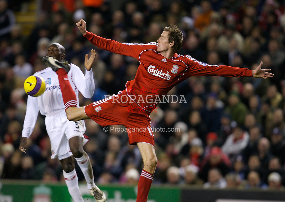 LIVERPOOL, ENGLAND - Saturday, February 2, 2008: Liverpool's Peter Crouch in action against Sunderland during the Premiership match at Anfield. (Photo by David Rawcliffe/Propaganda)
