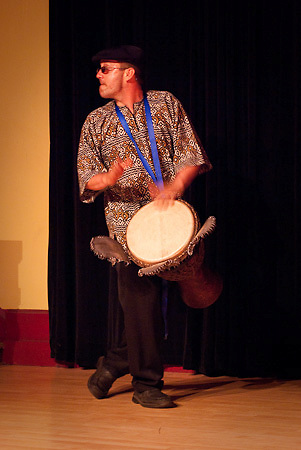 Barinya performs at African Nights