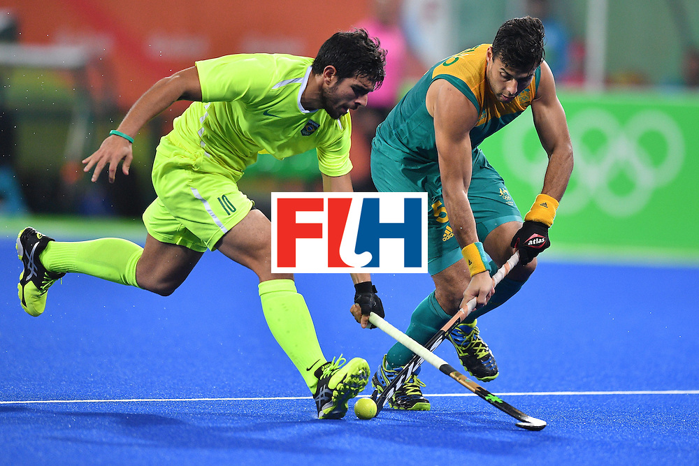 Brazil's Matheus Borges (L) and Australia's Chris Ciriello vie for the ball during the mens's field hockey Australia vs Brazil match of the Rio 2016 Olympics Games at the Olympic Hockey Centre in Rio de Janeiro on August, 12 2016. / AFP / Carl DE SOUZA        (Photo credit should read CARL DE SOUZA/AFP/Getty Images)