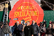Roma 5 Dicembre 2015<br /> Protesta di Action Diritti in Movimento contro la vendita dello storico palazzo del Poligrafico e della Zecca dello Stato di Piazza Verdi,che diventer&agrave; un albergo di lusso: il Rosewood Hotel con 200 camere, piscina e 50 residenze private. Il palazzo di propriet&agrave; dello stato &egrave; stato venduto dal  Ministero dell&rsquo;Economia attraverso la Cassa Depositi e Prestiti alla famiglia cinese Cheng. Action Diritti in Movimento chiede che non venga svenduto il patrimonio pubblico ma che venga utilizzato per l&rsquo;emergenza abitativa. Nella foto:  Andrea Alzetta, detto &quot;Tarzan&quot;, di Action Diritti in Movimento.<br /> Rome December 5, 2015<br /> Protest Action Rights in motion against the sale of the historic building of the State Printing Office and Mint to piazza Giuseppe Verdi, which will become a luxury hotel: the Rosewood Hotel with 200 rooms, swimming pool and 50 private residences. The building of state property was sold by the Ministry of Economy through the Cassa Depositi e Prestiti ( Italian bank) to the Chinese family Cheng. Action Rights in motion asks that public property is not sold off but which is used for emergency housing. Pictured: Andrea Alzetta, said &quot;Tarzan&quot;, of  Action Rights in motion.